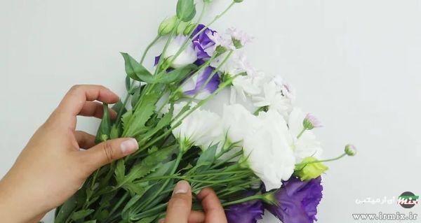 گل های سفید و بنفش