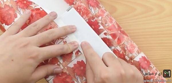 چسب زدن کاغذ روی جعبه