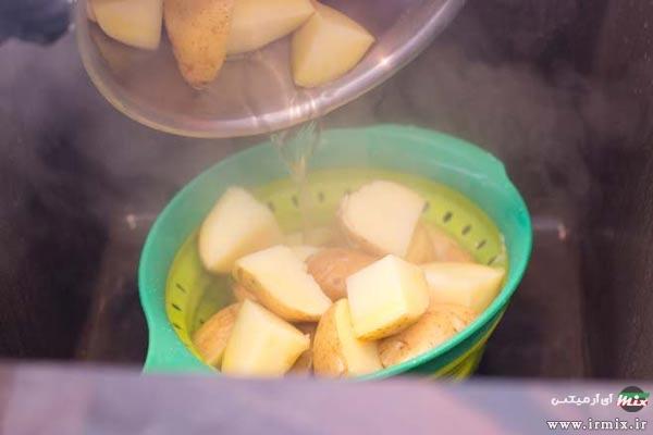 طرز تهیه سیب زمینی تنوری در قابلمه