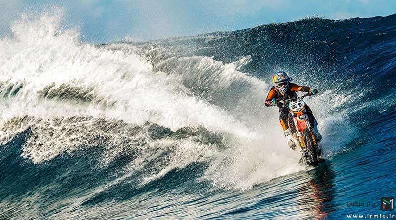 تصاویر غیر عادی از موتور سواری،نه در پیست خاکی بلکه روی امواج آب