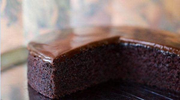 آموزش دستور پخت کیک خیس شکلاتی در قابلمه بدون نیاز به فر