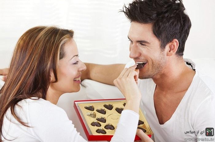 Couple-eating-chocolates-3129593