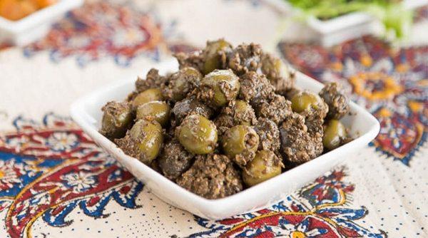 طرز تهیه زیتون پرورده خوش طمع کم هزینه با بادام زمینی در خانه