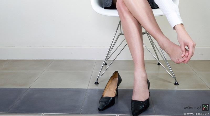راه های جلوگیری از پا زدگی کفش مردانه و نرم شدن کفش پنجه تنگ زنانه