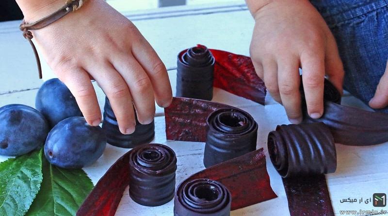 آموزش تصویری طرز تهیه لواشک آلو سیاه بدون فر در خانه