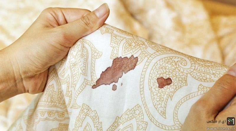آموزش ۶ روش از بین بردن لکه خون روی لباس، مبل، تشک، پارچه و..