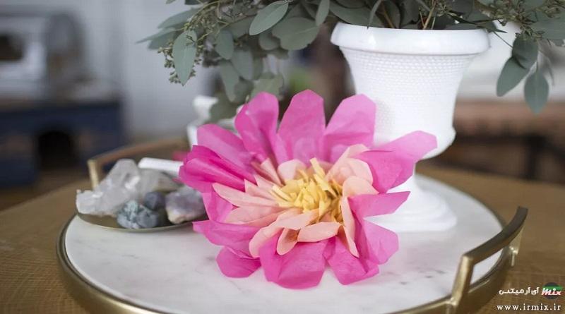 آموزش تصویری تزیین دستمال کاغذی سفره به شکل گل برای مهمانی
