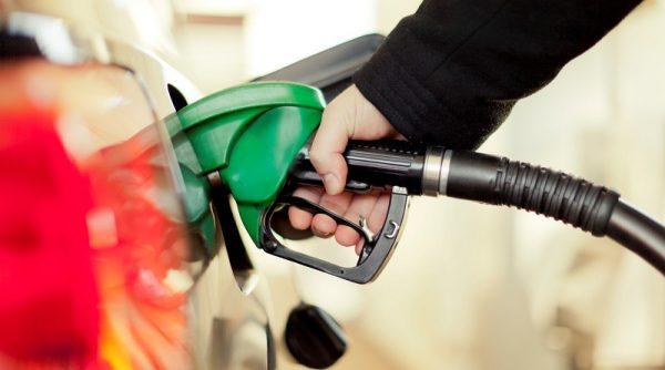 چگونه سه لیتر بنزین بیشتر بزنیم؟ آموزش ترفند های بنزین زدن